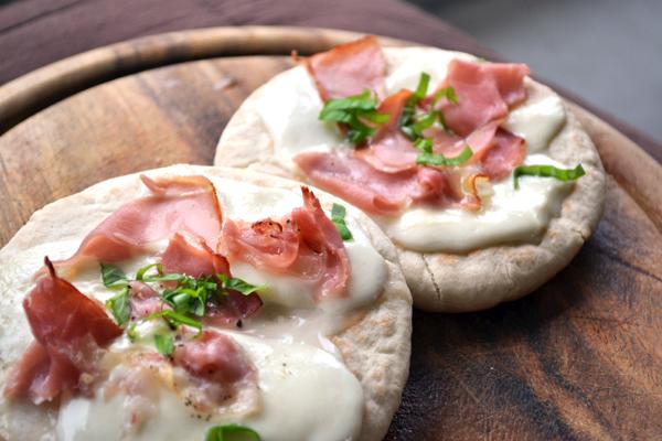 pita met mozzarella en ham