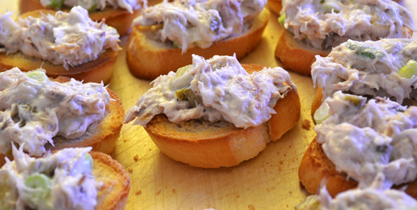 crostini met makreelsalade
