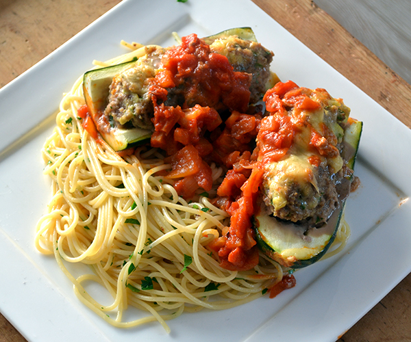gevulde courgettes in tomatensaus