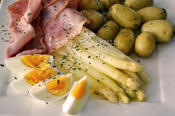 wat eet je bij asperges