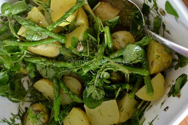aardappelsalade met groene asperges