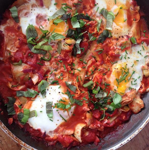 eieren in tomatensaus met artisjokharten
