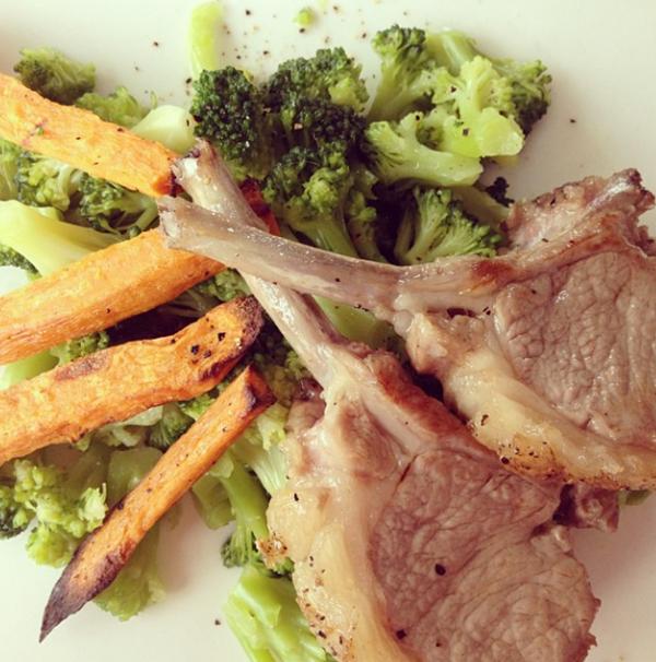 lamsrack met broccoli en zoete aardappel