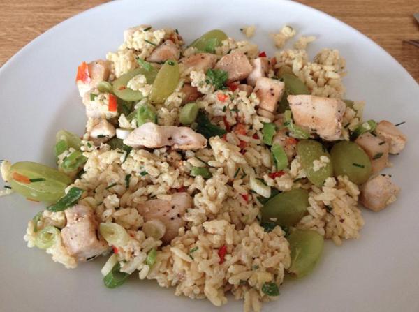 rijstsalade met kip en witte druif
