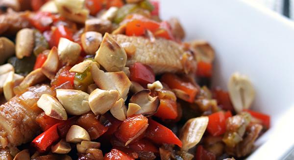 chinese kip met geroosterde pinda's