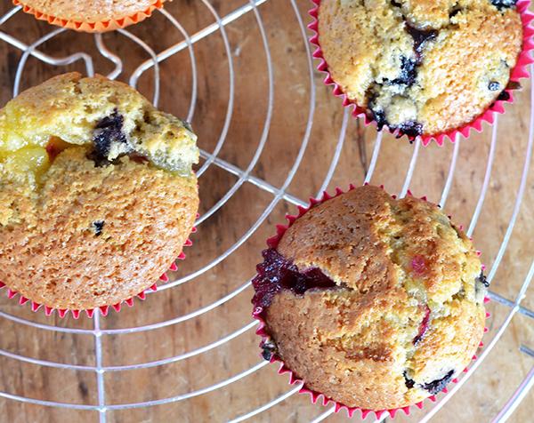 Blueberry muffins met lemoncurd vulling