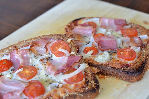 Pizza op een boterham