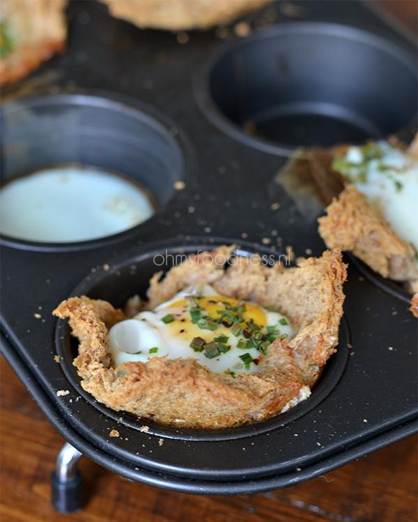 gebakken ei in toastcupjes