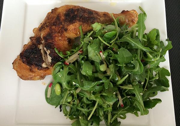 kip met salade