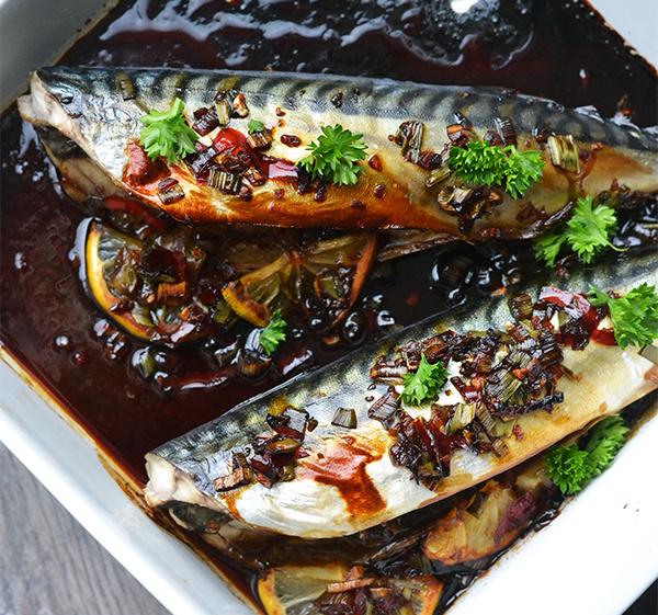 Oosterse makreel uit de oven