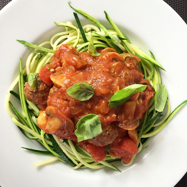 Courghetti met gehaktballetjes en champignons in tomatensaus