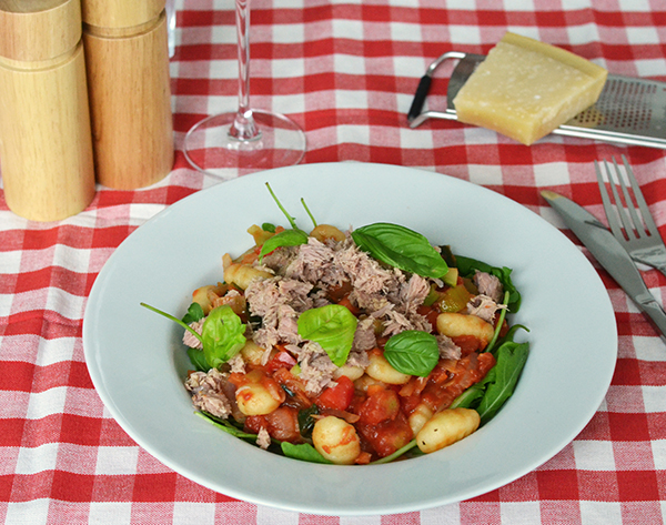 gnocchi met tomatensaus en tonijn