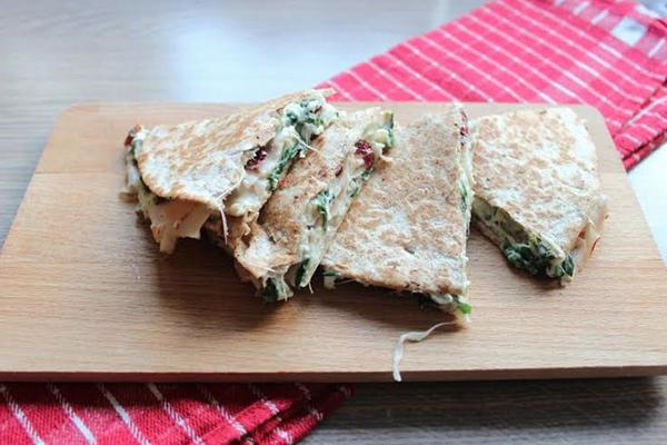 Quesadilla's met spinazie, kip en cranberry's