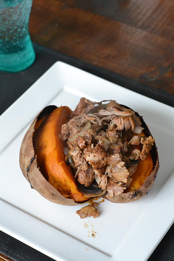Gepofte zoete aardappel met pulled pork