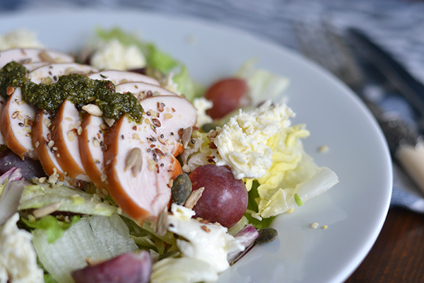 Salade met gerookte kip en druiven