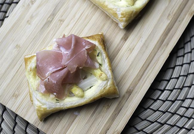 Witte Aspergetaartjes met rauwe ham