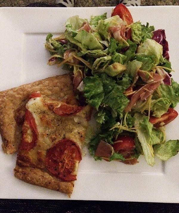 Bladerdeegtaart met salade