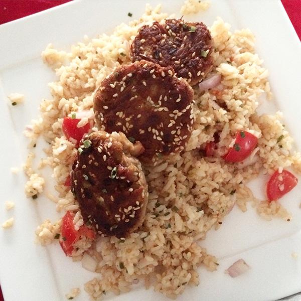 Tonijnburgers met rijstsalade