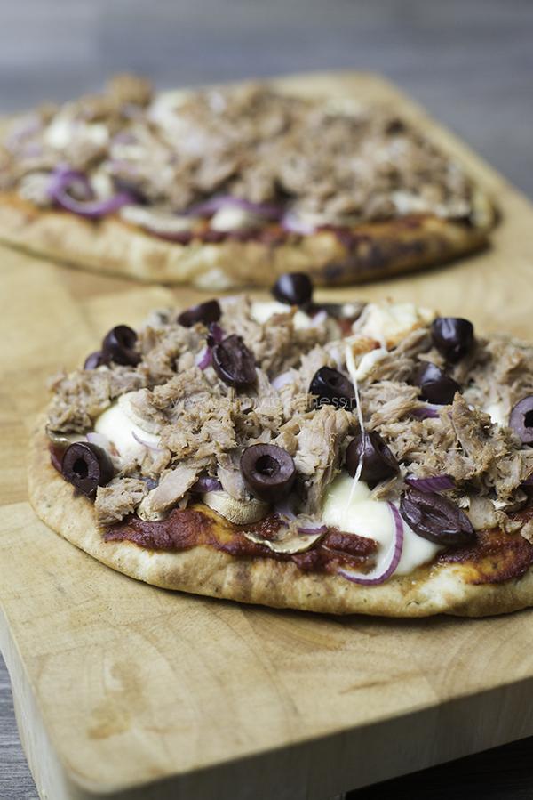 Naanpizza met tonijn