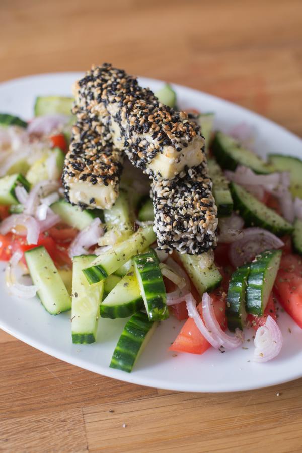 Griekse salade met gebakken feta