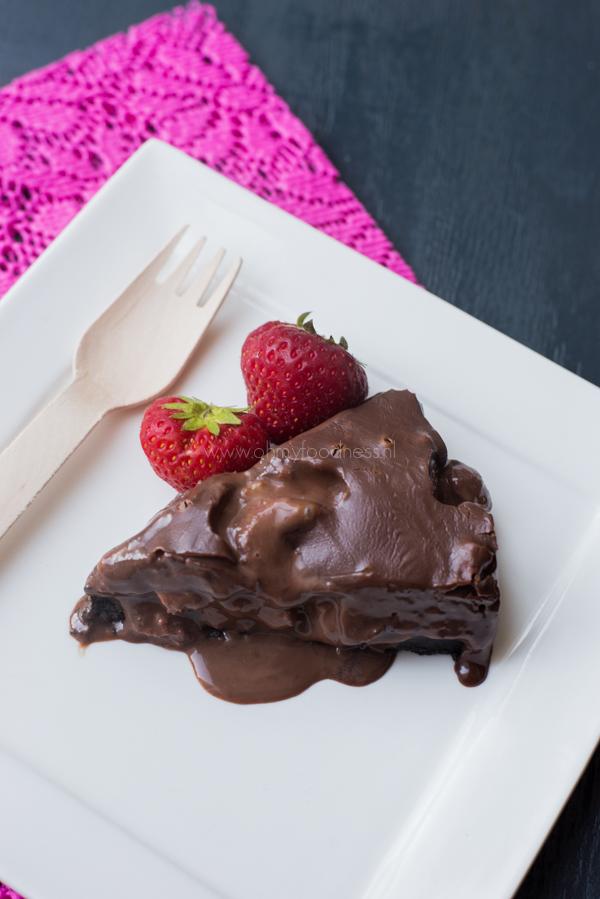 Chocolade Fudgetaart met Oreo en aardbei