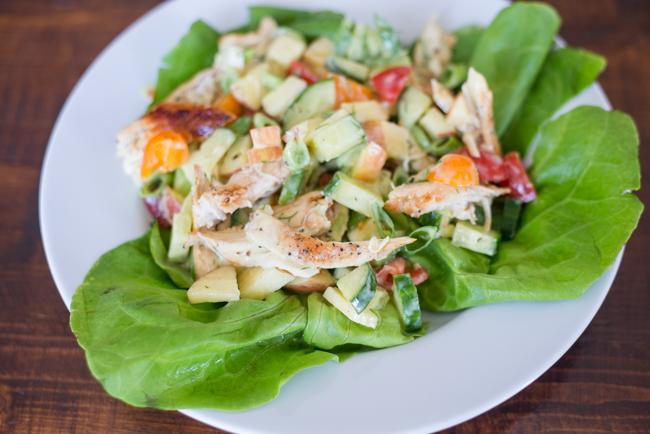 Frisse lunchsalade met kip en appel