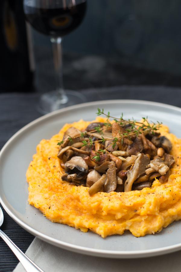 Pompoen-aardappelpuree met paddenstoelen