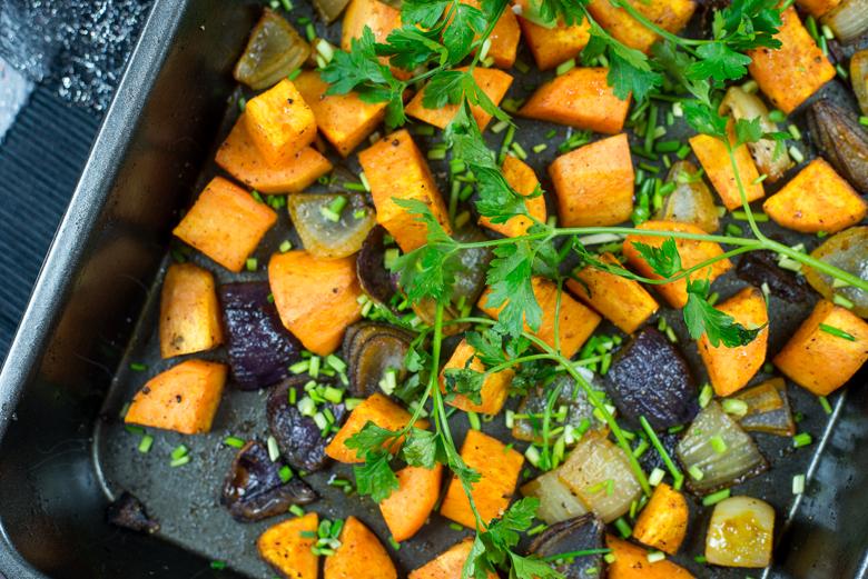 Geroosterde zoete aardappel met ui