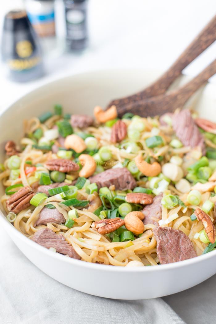 Kruidige Oosterse salade met struisvogelbiefstuk