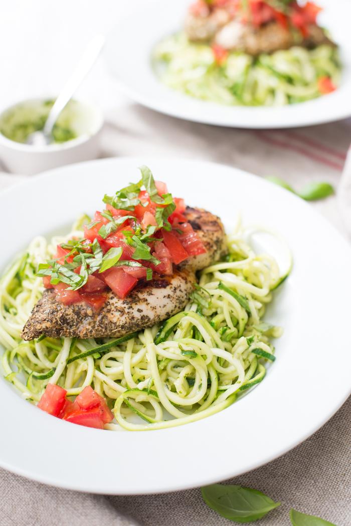 Courghetti met pistou en bruschetta kip