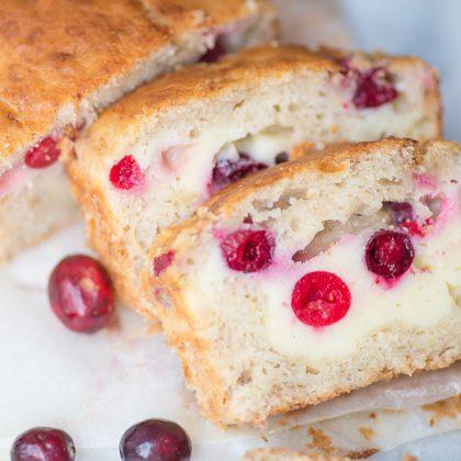 Banana-cheesecakebread met cranberries