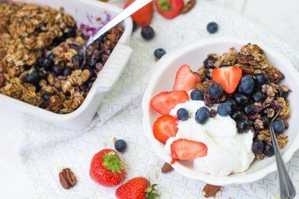 Ontbijtcrumble met blauwe bessen