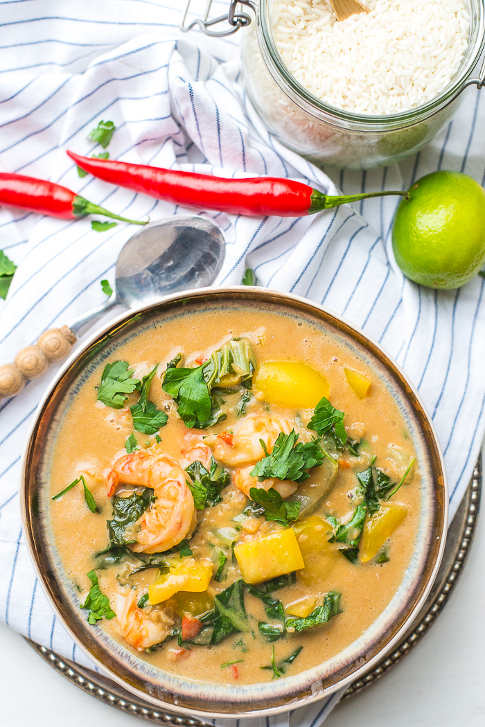 Pinda-kokoscurry met gamba's
