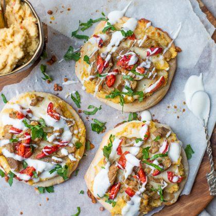 Pitapizza met hummus en shoarma