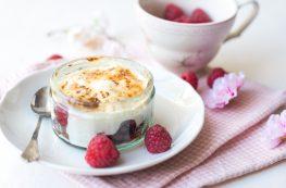 Yoghurt creme brulee
