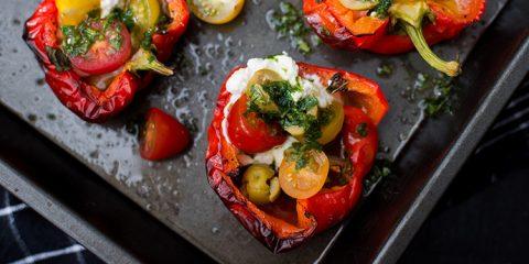 Paprika's uit de oven met ricotta en basilicumolie