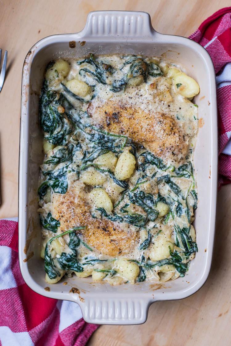 Gnocchi uit de oven met kippenpoten en spinazie-kaassaus