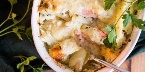 Witte aspergeschotel met zalm