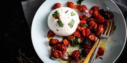 Burrata Caprese met geroosterde cherrytomaatjes