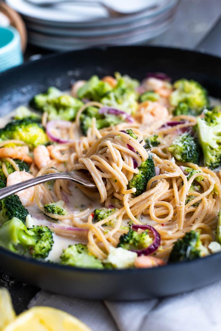 Citroenspaghetti met knoflookgarnalen en broccoli
