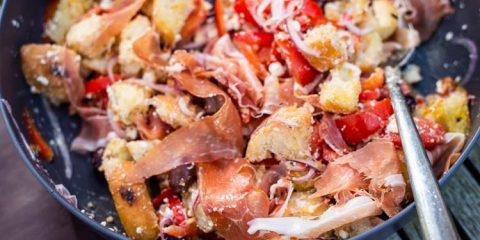 Panzanella met feta en parmaham