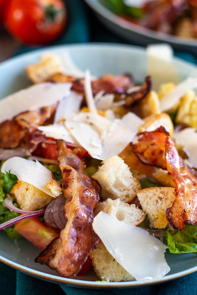 BLT salade met ciabattacroutons