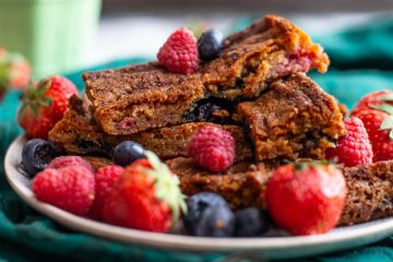 Blondies met rood fruit