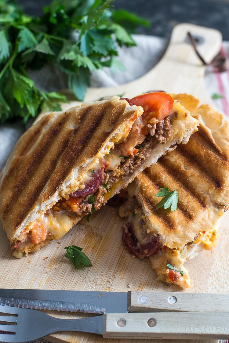 Turkse tosti met sucuk