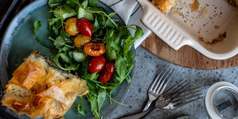 Filodeegtaart met kipgehakt, spinazie en feta