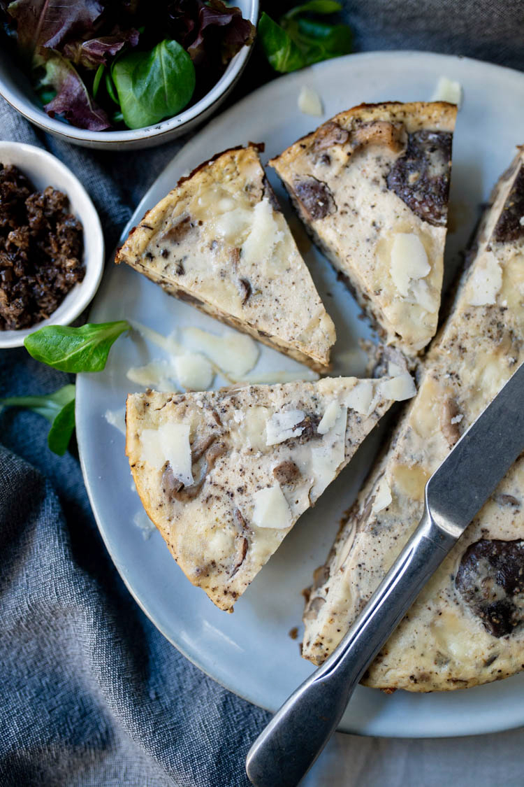 Frittata met truffel, paddenstoelen en pecorino