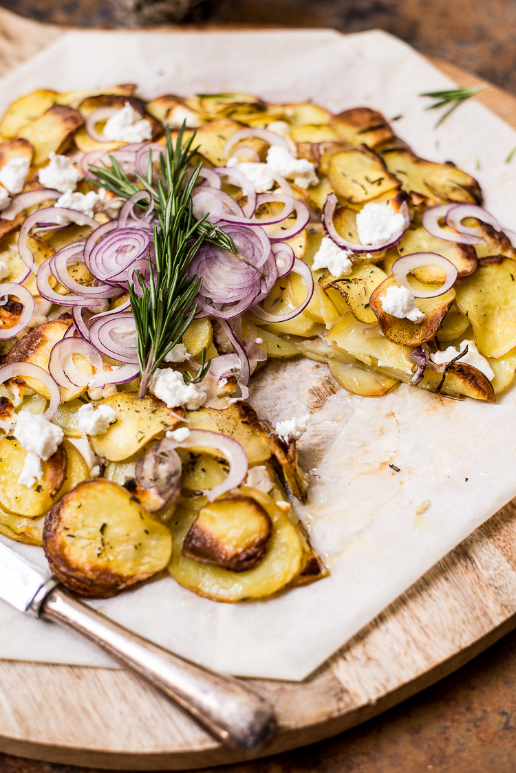 Aardappeltaart met rode ui en geitenkaas