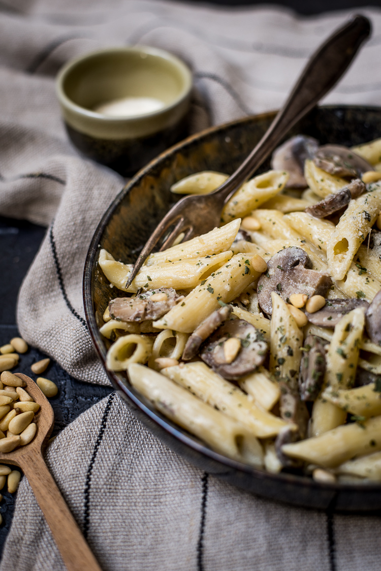 One pot champignon-roompasta met pesto