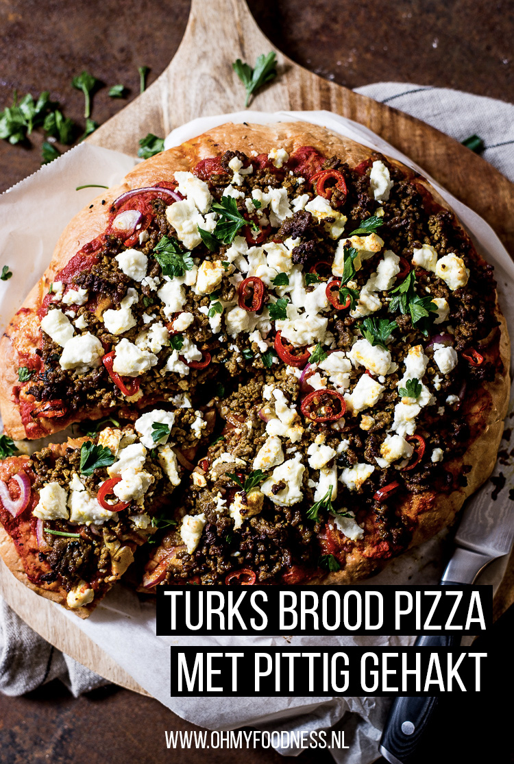 Turks brood pizza met pittig gehakt