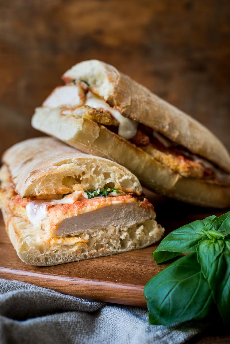 Kip-Parmezaan sandwich